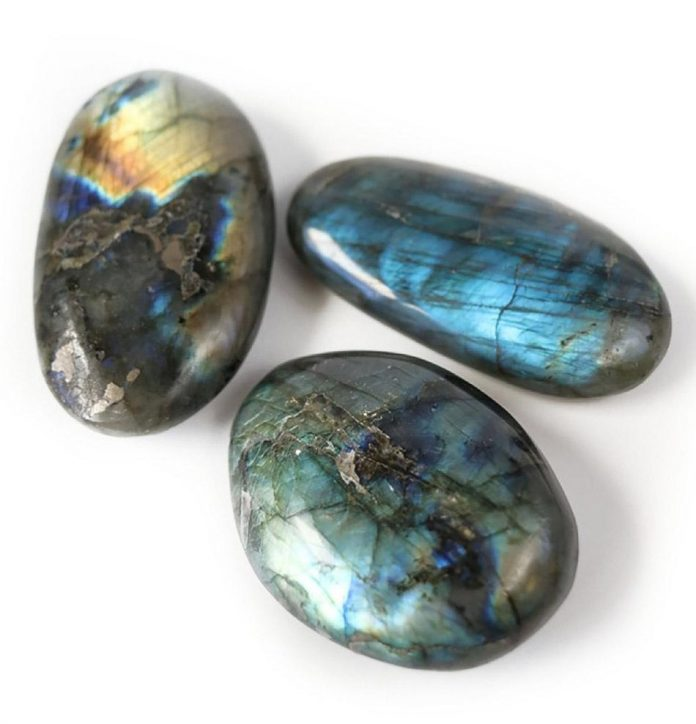 crystal combinations for labradorite